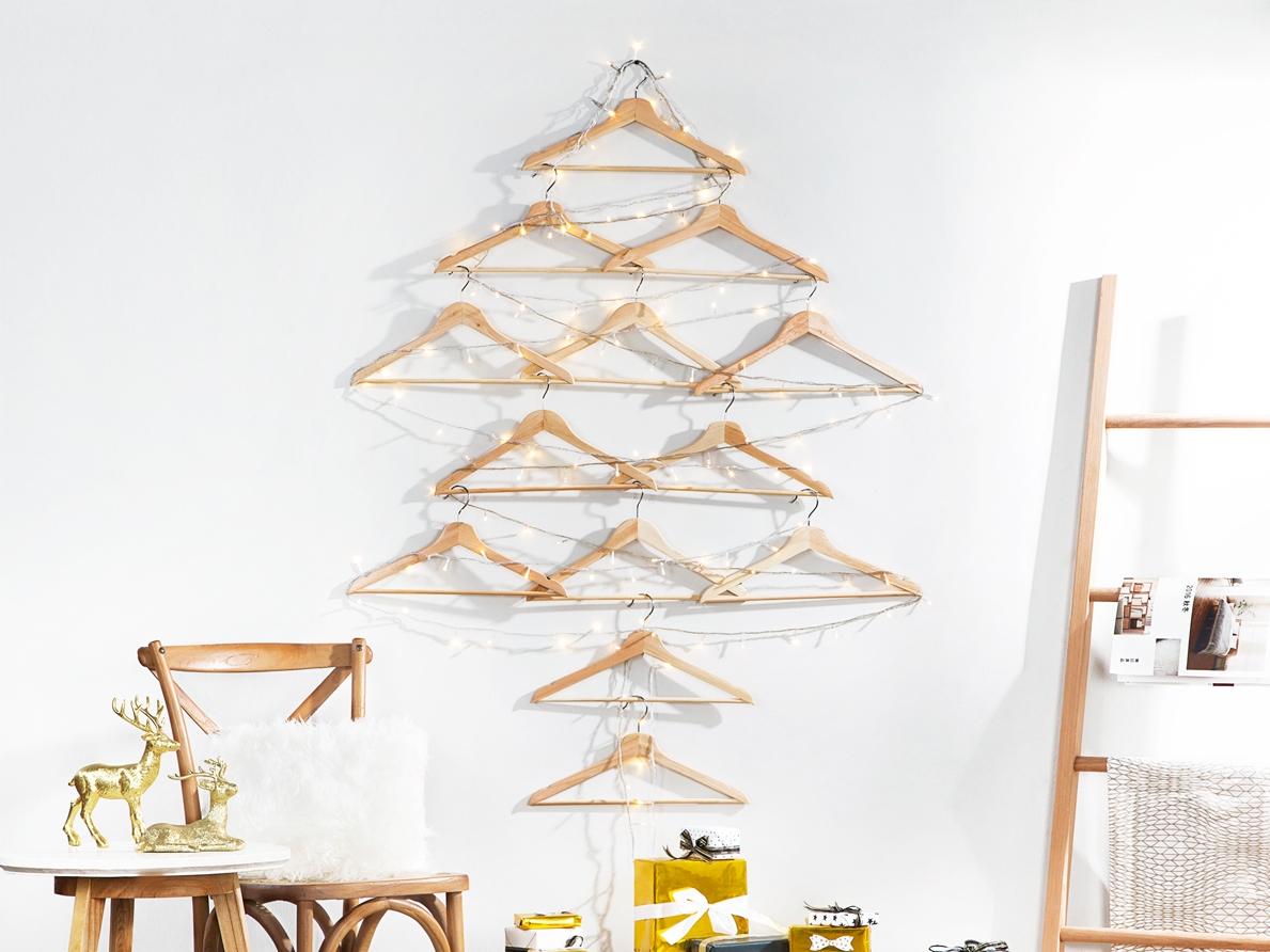 Ruang Terbatas? Dengan Benda-benda Ini Kamu Bisa Buat Pohon Natal Versi  Kamu!